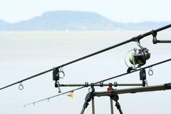 Cañas de pescar en el lago Balatón Imágenes de archivo libres de regalías