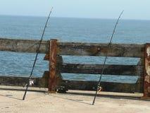 Cañas de pescar en el mar Norfolk foto de archivo