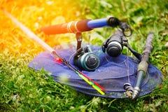 Cañas de pescar y trastos para pescar Imagenes de archivo