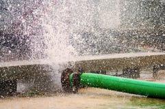 Cañería de agua quebrada Fotografía de archivo