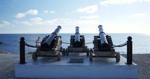 Cañones de Paphos admirados por el turista almacen de video