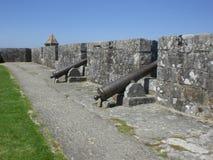 Cañones que señalan a la playa de Baiona Imagen de archivo
