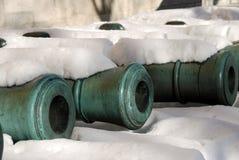 Cañones viejos mostrados en Moscú el Kremlin Imagen de archivo