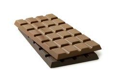 Cała cegiełka dojna czekolada na górze całej cegiełki odizolowywającej na bielu ciemna czekolada obrazy stock