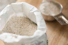 Cała pszeniczna mąka zdjęcia stock