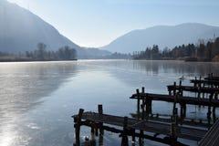 Całkowicie marznący - całkowity jezioro Jeziorny Endine, Bergamo, Włochy - Obrazy Royalty Free
