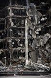 Całkowicie zniszczony duży betonowego budynku miasta zawalenie się prawie obraz stock