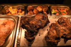 Całość pieczonej nogi baranka i baraniny złącza mięso z warzywami Obraz Royalty Free