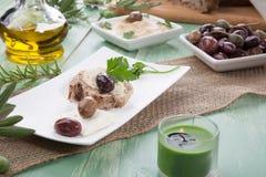 Całość Zbożowego chleba z Hummus Zdjęcia Stock