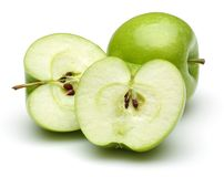 Całości i połówki zieleni jabłka odizolowywający na bielu fotografia stock