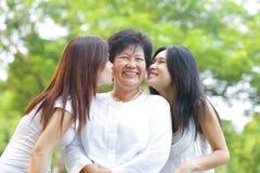 Całowania seniora matka obraz stock