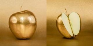 Cały i rozpieczętowany jabłko z złotą łupą na złocistym tle Obraz Royalty Free
