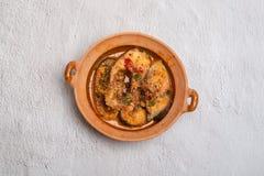 Ca-läge Kho till - en traditionell väg till den grillade fisken i lergods i Vietnam royaltyfri fotografi