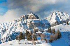 Caabin di caccia nell'alta montagna innevata Immagine Stock Libera da Diritti