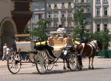 Cab i den gammala staden i Krakow royaltyfria foton