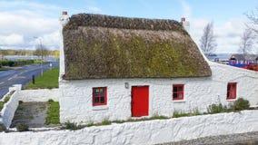 Cabaña Co Kerry Ireland del tejado cubierto con paja Fotografía de archivo