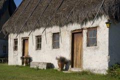 Cabaña cubierta con paja Fotografía de archivo libre de regalías