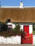 Cabaña cubierta con paja Fotos de archivo libres de regalías