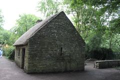 Cabaña cubierta con paja, castillo de Bunratty fotografía de archivo libre de regalías