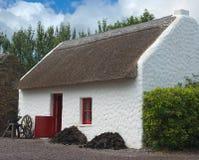 Cabaña cubierta con paja irlandesa Imagen de archivo libre de regalías