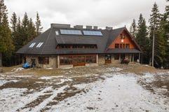 Cabaña de la montaña en las cuestas septentrionales de Babia Gora - nuevo buil fotografía de archivo libre de regalías