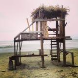 Cabaña de la resaca de la madera de deriva fotos de archivo