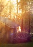 Cabaña de la sauna en noche de verano cerca del lago Fotos de archivo