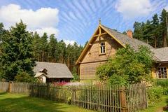 Cabaña de madera imagenes de archivo