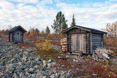 Cabaña de madera en el bosque profundo de Taiga Fotografía de archivo