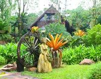 Cabaña de madera en el jardín Imagen de archivo libre de regalías