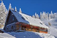 Cabaña de Postavaru, Poiana Brasov, Rumania Foto de archivo libre de regalías