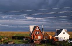 Cabaña del país en un amanecer Fotografía de archivo libre de regalías
