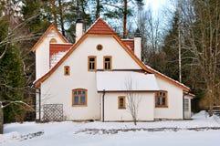 Cabaña en el bosque Imagen de archivo