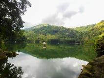 Cabaña en el lago Fotos de archivo