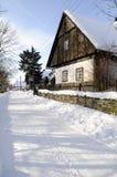 Cabaña en el pueblo Fotos de archivo libres de regalías