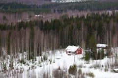 Cabaña en invierno imagenes de archivo