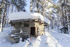 Cabaña en invierno imagen de archivo