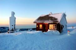 Cabaña en la tapa - puesta del sol Imagen de archivo