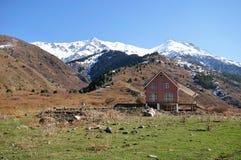 Cabaña en las montañas Foto de archivo
