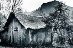 Cabaña en las montañas imagen de archivo libre de regalías