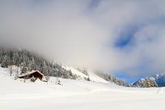 Cabaña en las montañas suizas Fotografía de archivo libre de regalías