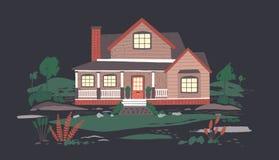 Cabaña o mansión del verano con el pórtico rodeado por la naturaleza hermosa en oscuridad Casa residencial suburbana con encendid stock de ilustración
