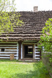 Cabaña polaca de madera tradicional vieja en el museo al aire libre, Kolbuszowa, Polonia imagen de archivo libre de regalías
