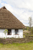 Cabaña polaca de madera tradicional vieja, Kolbuszowa, Polonia imagen de archivo