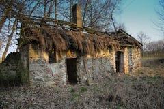 Cabaña que desmenuza vieja Fotografía de archivo