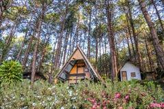 Cabaña turística en Pang Ung, Mae Hong Son, Tailandia Foto de archivo libre de regalías