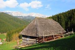 Cabaña vieja de la montaña Foto de archivo
