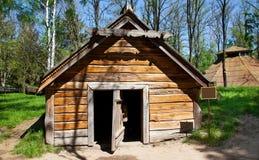 Cabaña vieja del estilo tradicional Fotos de archivo