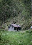 Cabaña vieja en las colinas Foto de archivo libre de regalías