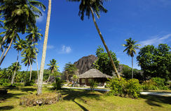 Cabañas en el estilo de Seychelles Foto de archivo libre de regalías
